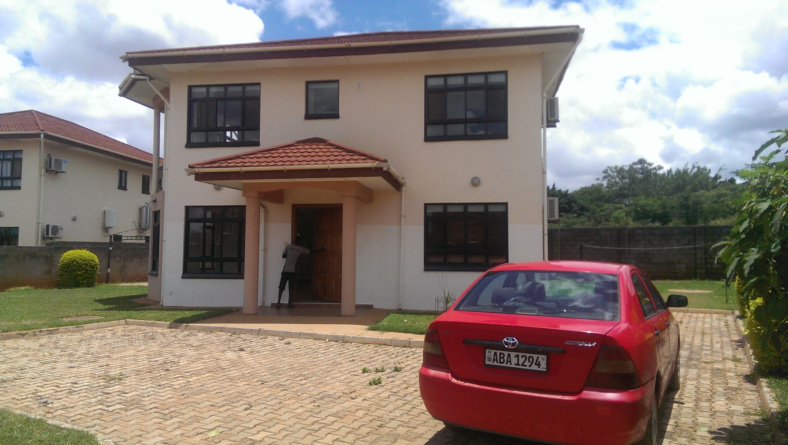 4BedroomTownhouseWoodlandsLewanikaClose(10)1559618290